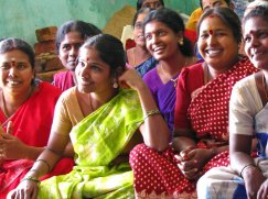 indian-women-in-saris-2